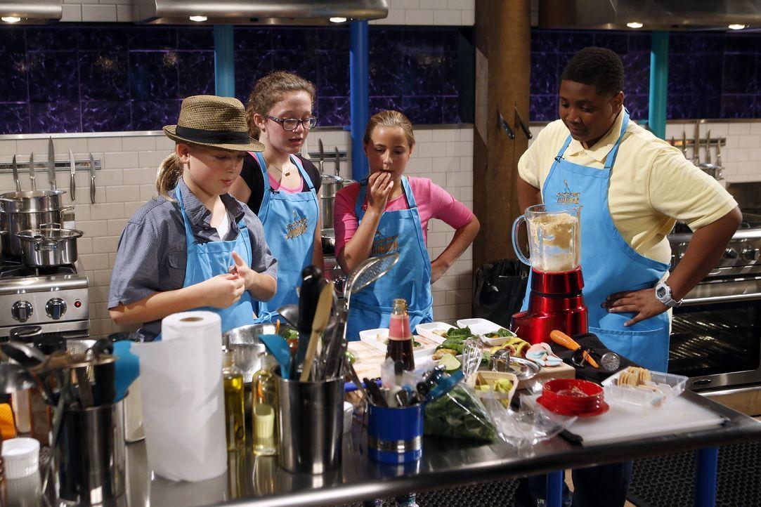 In der Chopped-Küche geht es drunter und drüber, denn die kleinen Feinschmecker müssen nicht nur außergewöhnliche Zutaten verarbeiten, sondern haben... - Bildquelle: Jason DeCrow 2015, Television Food Network, G.P. All Rights Reserved