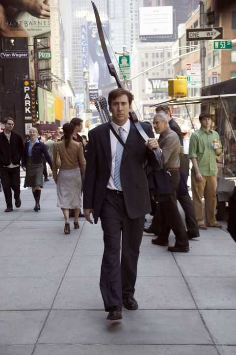 Hat eine Methode entdeckt, um den Frust abzubauen: Dave Spritz (Nicolas Cage) entdeckt das Bogenschiessen als Ausgleich ... - Bildquelle: 2004 by PARAMOUNT PICTURES. All Rights Reserved.
