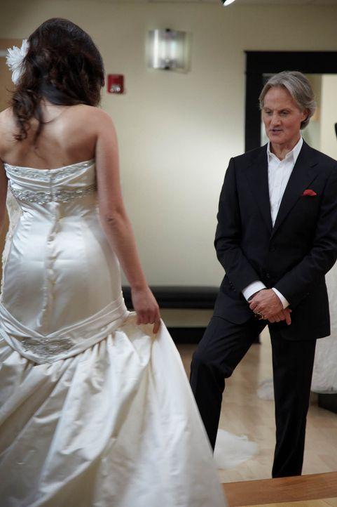 (1. Staffel) - Monte Durham (r.) hilft seinen Kundinnen bei der Auswahl des perfekten Hochzeitskleides ... - Bildquelle: TLC & Discovery Communications
