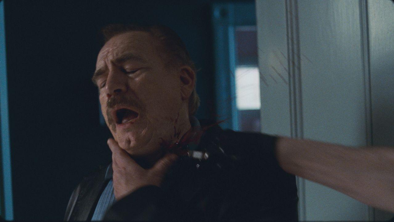 Detective Van Doren (Brian Cox) kommt selber nicht legal an die Mörder heran. Deshalb ist er nicht undankbar, dass Terrys rächendes Herz diese Auf...