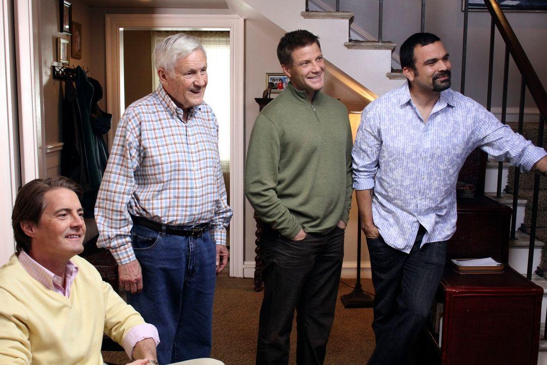 Die ehemalige Stripperin Robin hat einen ungeahnten Effekt auf die Männer der Nachbarschaft: Orson (Kyle MacLachlan, l.), Roy (Orson Bean, 2.v.l.),... - Bildquelle: ABC Studios