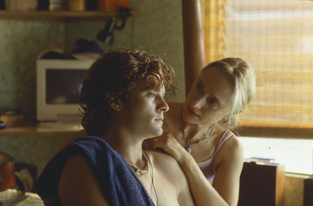 Nach dem Tode seines Vaters ist seine Mutter, Ms. Claire (Caroline Goodall, r.), die Person, der Shy (Orlando Bloom, l.) am meisten vertraut und die... - Bildquelle: Syndicate Films