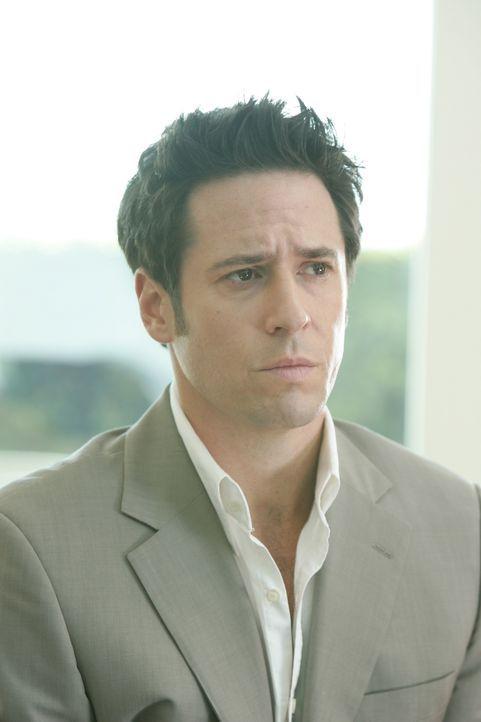 Don Eppes (Rob Morrow) versucht gemeinsam mit seinem Bruder Charlie den Stalker von Skylar Wyatt zu finden ... - Bildquelle: Paramount Network Television