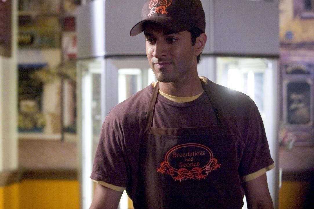 Arbeitet in Nancys Scheinbäckerei: Sanjay (Maulik Pancholy) ... - Bildquelle: Lions Gate Television