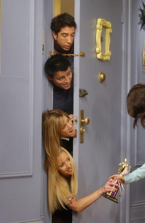 Monica (Courteney Cox, r.) ist stocksauer auf Joey (Matt LeBlanc, 2.v.oben), Ross (David Schwimmer, oben), Rachel (Jennifer Aniston, 2.v.unten) und... - Bildquelle: 2003 Warner Brothers International Television