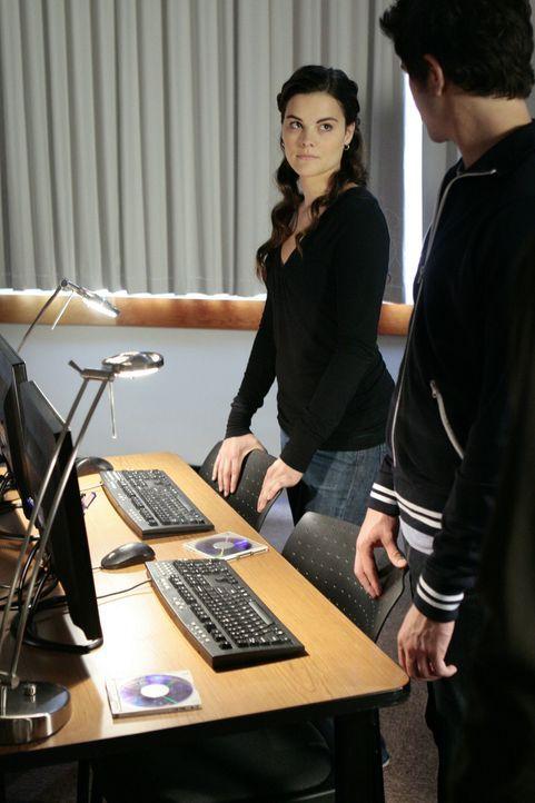 Gemeinsam mit Jessi (Jaimie Alexander, l.) versucht Kyle (Matt Dallas, r.), mehr über Sarah herauszubekommen ... - Bildquelle: TOUCHSTONE TELEVISION