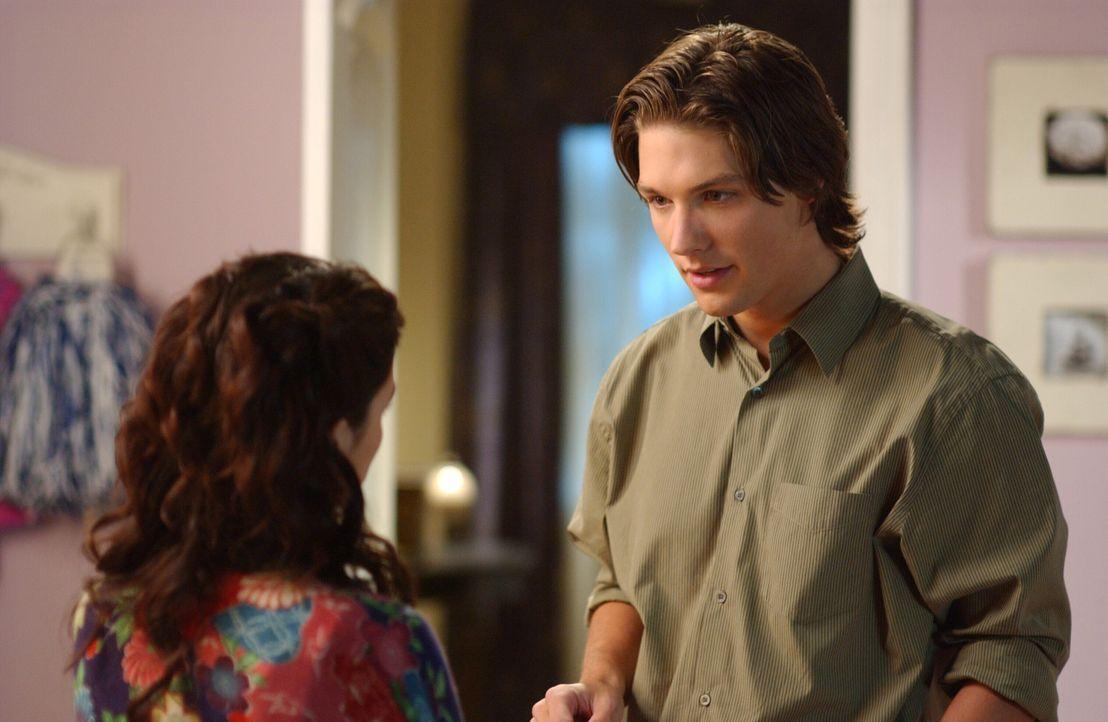 Haben ihren ersten Streit, der sich nicht um Seth handelt: Summer (Rachel Bilson, l.) und Zach (Michael Cassidy, r.) ... - Bildquelle: Warner Bros. Television