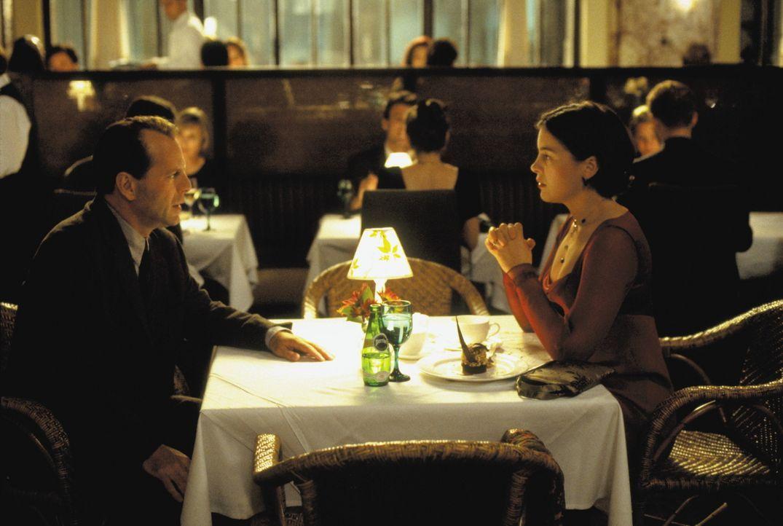 Seit dem Attentat erstarren Malcolm Crowe (Bruce Willis, l.) und seine Frau Anna (Olivia Williams, r.) in einer Sprachlosigkeit. Um seine Eheproblem... - Bildquelle: Buena Vista Pictures
