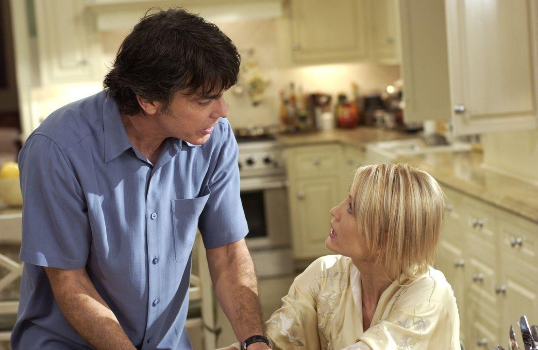 Machen sich Sorgen um Marissa: Sandy (Peter Gallagher, l.) und Kirsten (Kelly Rowan, r.) ... - Bildquelle: Warner Bros. Television