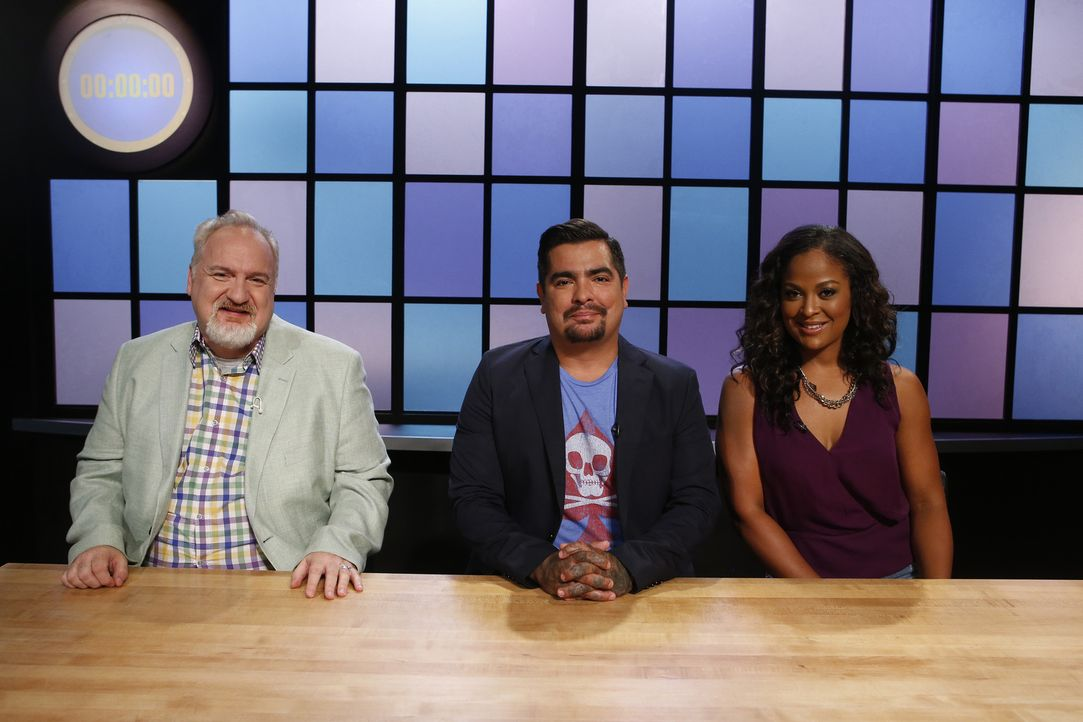 Vier Juniorköche stellen sich der Jury, aber nur einer kann Chopped-Champion werden: (v.l.n.r.) Art Smith, Aaron Sanchez und Laila Ali läuft bereits... - Bildquelle: Jason DeCrow 2015, Television Food Network, G.P. All Rights Reserved