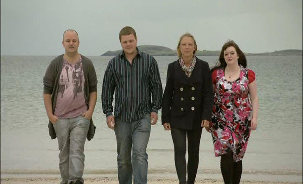 Heute steht ein Kampf der Geschlechter an: Zwei Bräutigame kämpfen gegen zwei Bräute um die perfekte Hochzeit ... - Bildquelle: ITV Studios Limited 2012