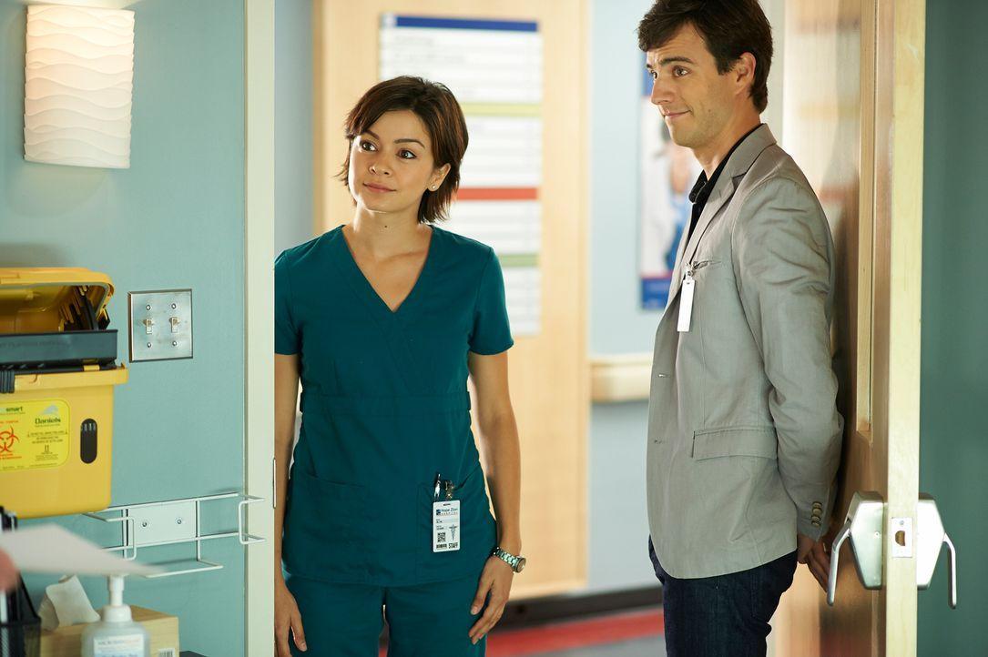 Beruf und Privatleben lassen sich nur schwer trennen: Maggie (Julia Taylor Ross, l.) und Gavin (Kristopher Turner, r.) ... - Bildquelle: 2012  Hope Zee One Inc.