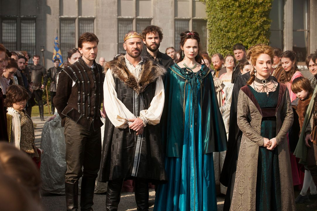 Mit Spannung beobachten sie die Ankunft der jungen Königin von Schottland, Mary, die dem französischen Thronfolger Francis versprochen ist: Sebastia... - Bildquelle: Joss Barratt 2013 The CW Network, LLC. All rights reserved.