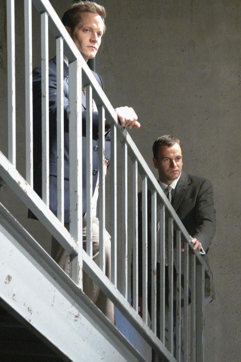 Nate (Matt Letscher, l.) möchte Beth in Las Vegas heiraten, doch eine Vision von Eli (Jonny Lee Miller, r.) macht ihm einen Strich durch die Rechnun... - Bildquelle: Disney - ABC International Television