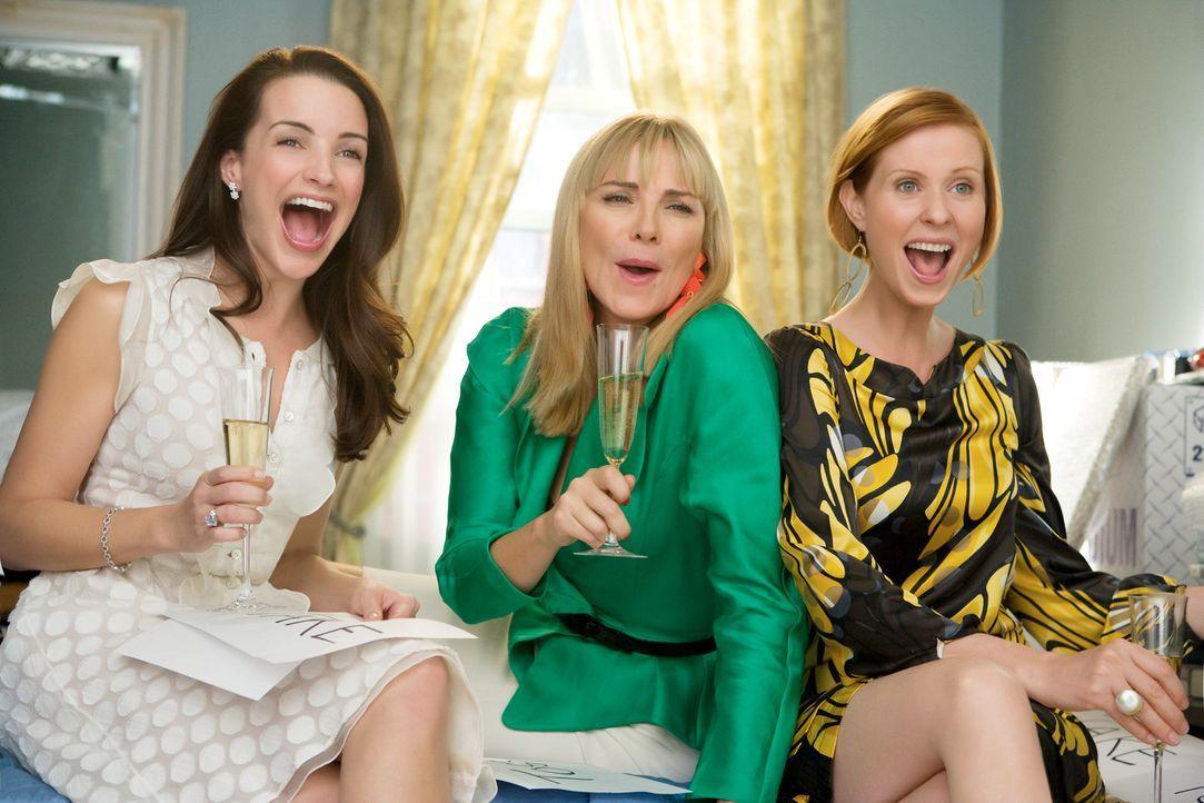 So macht der Umzug Spaß! Charlotte (Kristin Davis, l.), Samantha (Kim Cattrall, M.) und Miranda (Cynthia Nixon, r.) dürfen entscheiden, welche von C... - Bildquelle: Warner Brothers