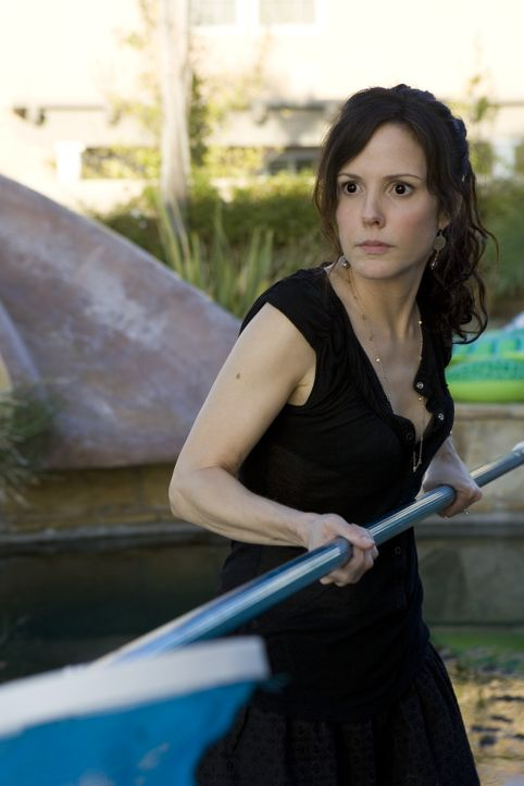 Das ganze Gras im Pool - da blutet Nancy Botwins (Mary-Louise Parker) Dealer-Herz ... - Bildquelle: Lions Gate Television