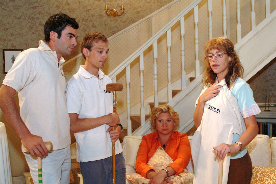 Lisa (Alexandra Neldel, r.) fühlt sich geschmeichelt, als David (Mathis Künzler, l.) sie vor Jürgens (Oliver Bokern, 2.v.l.) und Agnes' (Susanne... - Bildquelle: Monika Schürle Sat.1