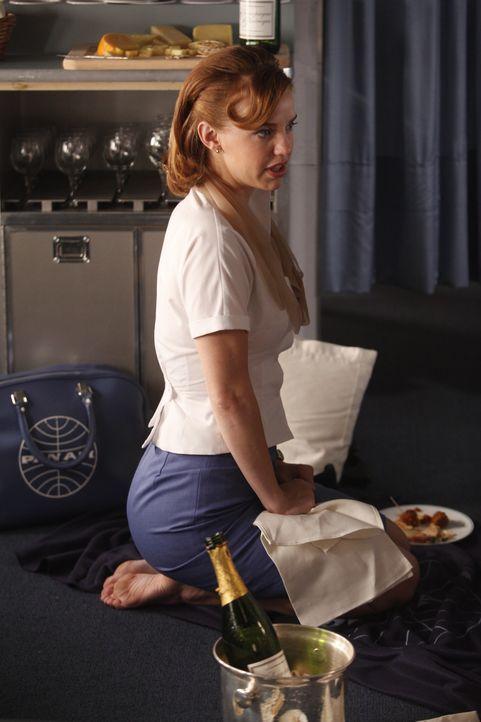Als Kate (Kelli Garner) bewusst wird, was sie Niko Lonza mit ihrer Tätigkeit beim CIA antut, ist es schon zu spät ... - Bildquelle: 2011 Sony Pictures Television Inc.  All Rights Reserved.