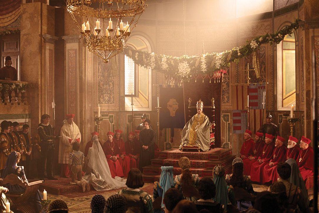 Der Heilige Vater (Jeremy Irons) plant erneut eine Hochzeit, um seine Macht zu sichern. Doch sein Sohn Juan ist nicht bereit, eine uneheliche König... - Bildquelle: LB Television Productions Limited/Borgias Productions Inc./Borg Films kft/ An Ireland/Canada/Hungary Co-Production. All Rights Reserved.
