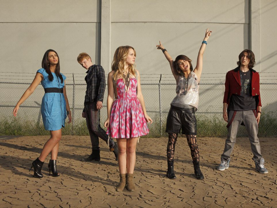 Haben eine große Fangemeinde: (v.l.n.r.) Mo (Naomi Scott), Wen (Adam Hicks), Olivia (Bridgit Mendler), Stella (Hayley Kiyoko) und Charlie (Blake Mic... - Bildquelle: Disney Media Distribution