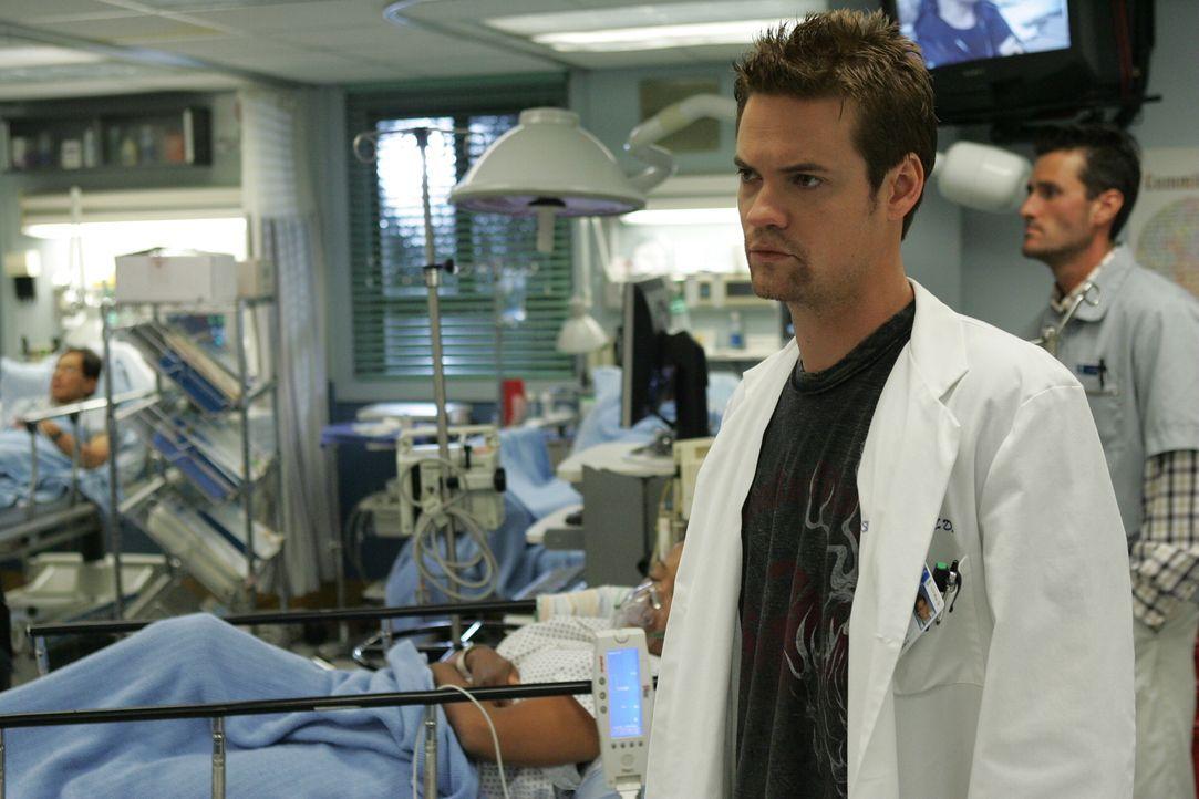 Eine anstrengende Schicht: Ray (Shane West) ... - Bildquelle: Warner Bros. Television