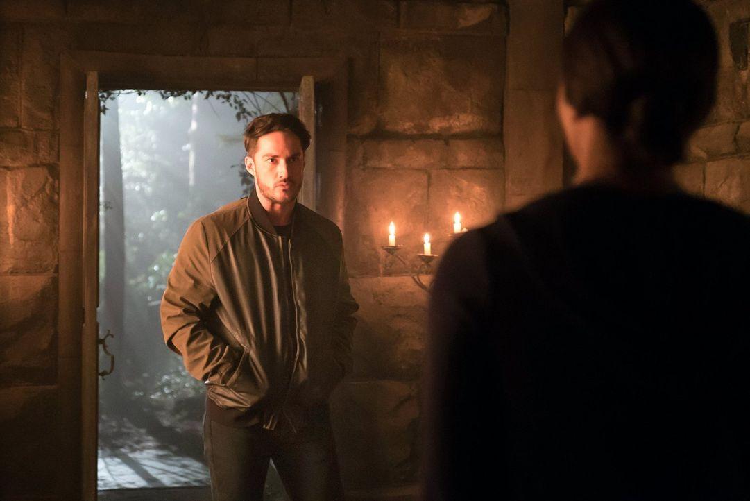 Als Bonnie in Damons Kopf auf Tyler (Michael Trevino) trifft, erkennt sie, dass nicht ihre Vergebung Damon helfen wird ... - Bildquelle: Warner Bros. Entertainment, Inc.