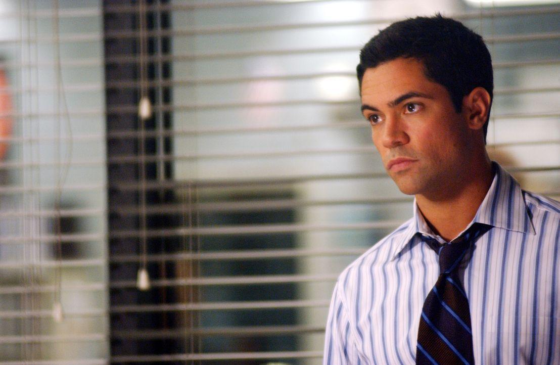 Auf der Suche nach Daniela stößt Detective Scott Valens (Danny Pino) auf eine tragische Liebesgeschichte ... - Bildquelle: Warner Bros. Television