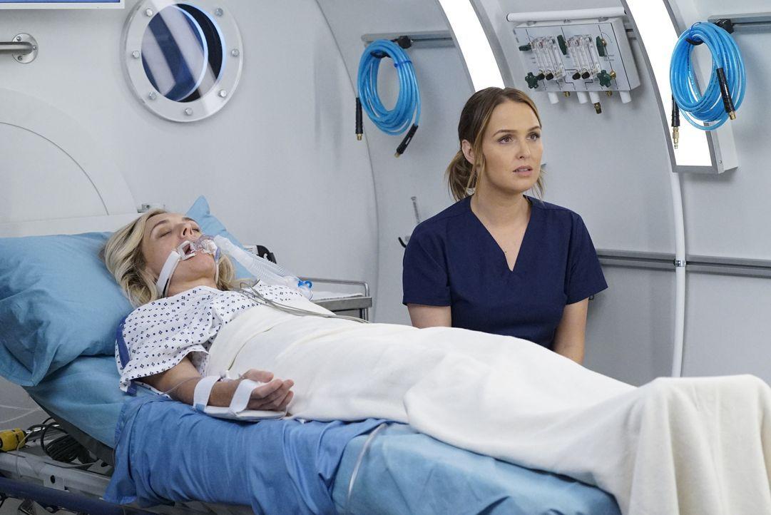 Carly (Rachel Bay Jones, l.); Dr. Jo Karev (Camilla Luddington, r.) - Bildquelle: Kelsey McNeal 2019 American Broadcasting Companies, Inc. All rights reserved. / Kelsey McNeal