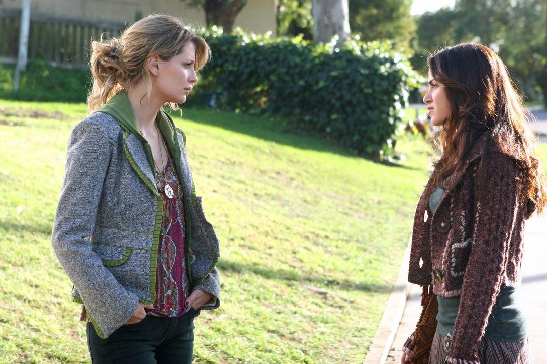 Bei einem Gespräch mit Marissa (Mischa Barton, l.) ist Sadie (Nikki Reed, r.) total überrascht, dass Marissa nicht mit Johnny zusammen war. Immerh... - Bildquelle: Warner Bros. Television