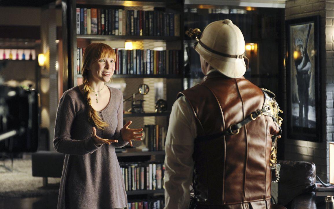 Alexis (Molly C. Quinn, l.) möchte gern den Grund für die seltsame Kostümierung ihres Vaters (Nathan Fillion, r.) erfahren. - Bildquelle: 2010 American Broadcasting Companies, Inc. All rights reserved.