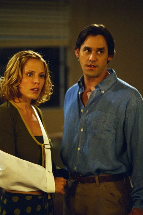Anya (Emma Caulfield, l.) und Xander (Nicholas Brendon, r.) stellen fest, dass in Xanders neuer Wohnung seltsame Dinge geschehen. - Bildquelle: TM +   2000 Twentieth Century Fox Film Corporation. All Rights Reserved.