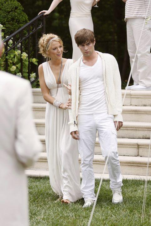 Während des Sommers auf den Hamptons sind sich Serena (Blake Lively, l.) und Nate (Chace Crawford, r.) näher gekommen - doch nur als Freunde ... - Bildquelle: Warner Brothers