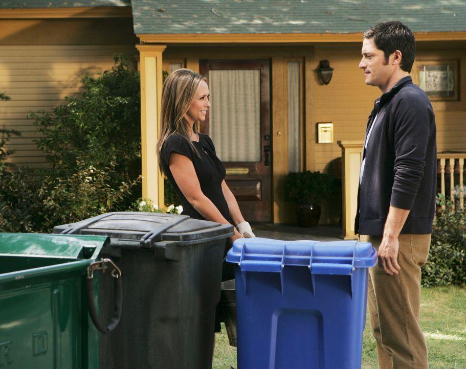 Melinda (Jennifer Love Hewitt, l.) fällt es schwer, Jim (David Conrad, r.) zu sagen, was sie über ihn weiß ... - Bildquelle: ABC Studios