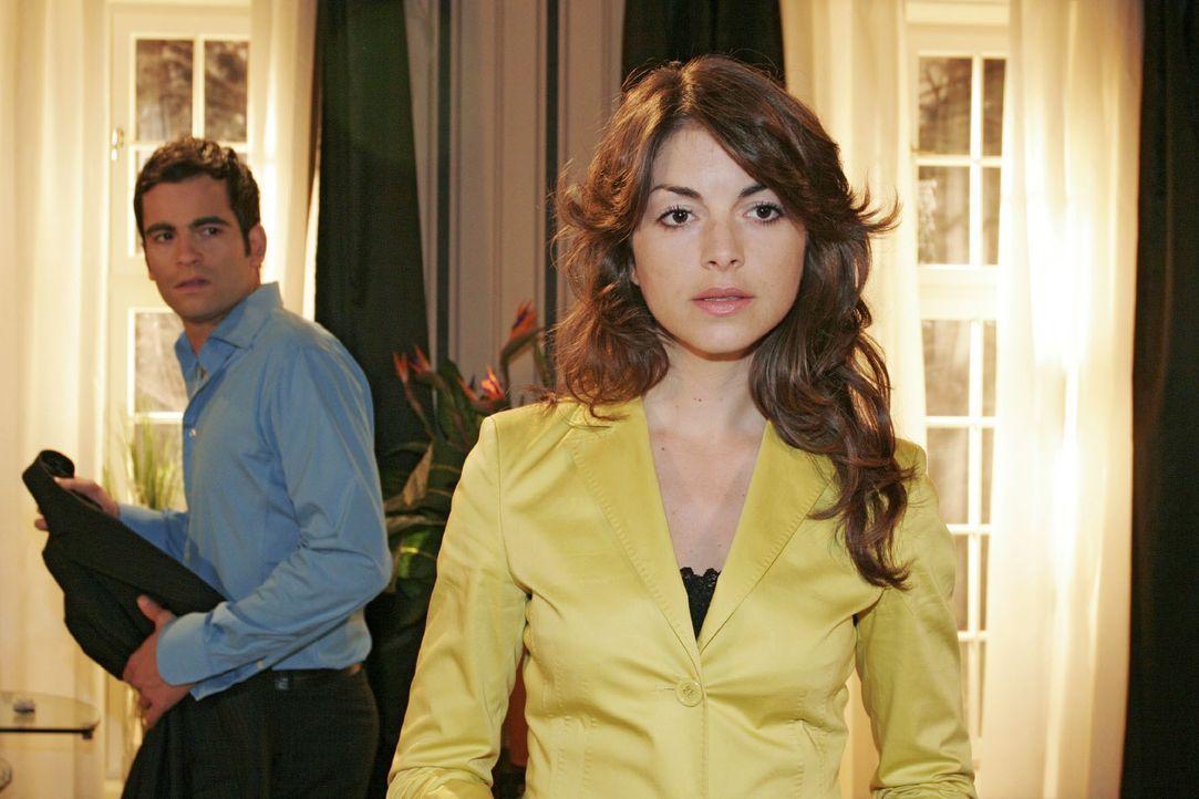 David (Mathis Künzler, l.) ist verärgert, weil er Mariella (BIanca Hein, r.) sich weigert, mit ihm ein klärendes Gespräch zu führen. - Bildquelle: Noreen Flynn SAT.1 / Noreen Flynn