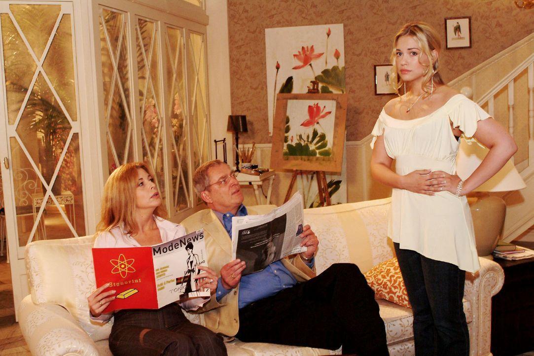 """Laura (Olivia Pascal, l.) und Friedrich (Wilhelm Manske, M.) wollen endlich Kims (Lara-Isabelle Rentinck, r.) Freund Timo bei einem Abendessen im """"W... - Bildquelle: Sat.1"""