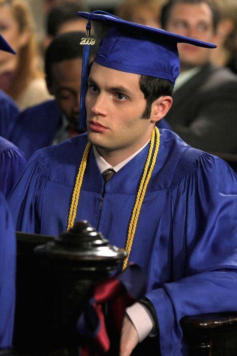 Findet es garnicht lustig, dass er im Heftchen zur Abschlusszeremonie vergessen worden ist: Dan (Penn Badgley) ... - Bildquelle: Warner Brothers