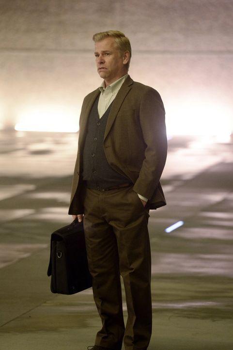 Professsor Alphonse Luzano (Todd Sherry) wird bald von seiner Vergangenheit eingeholt ... - Bildquelle: 2015 Warner Bros. Entertainment, Inc.