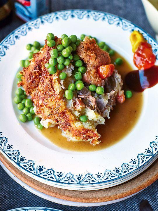 Die Zubereitung des mit Kartoffelbrei überbackenen Lammhackfleisches macht Jamie Oliver zu einem wahren Spektakel ... - Bildquelle: FRESH ONE PRODUCTIONS MMXIV