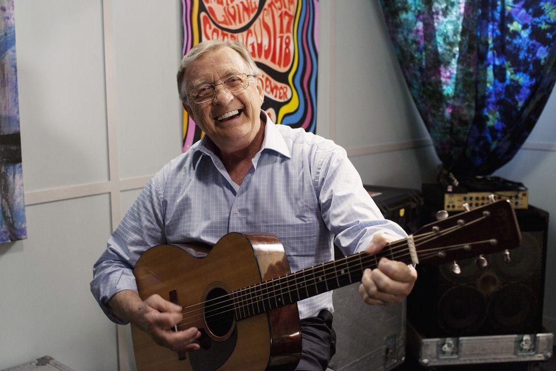 Kommt zu Besuch: Jules' Vater Chick (Ken Jenkins) ... - Bildquelle: 2010 ABC INC.