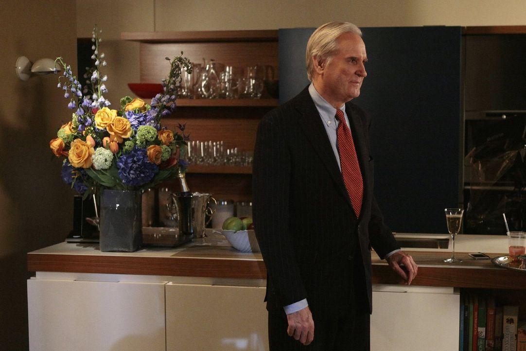 Der Gesellschaftsreporter David Patrick Columbia (David Patrick Columbia) wird von Lily zu einem Familiendinner eingeladen ... - Bildquelle: Warner Bros. Television