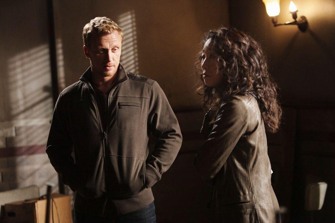 Cristina (Sandra Oh, r.) und Owen (Kevin McKidd, l.) machen sich auf die Suche nach einer gemeinsamen Wohnung ... - Bildquelle: ABC Studios