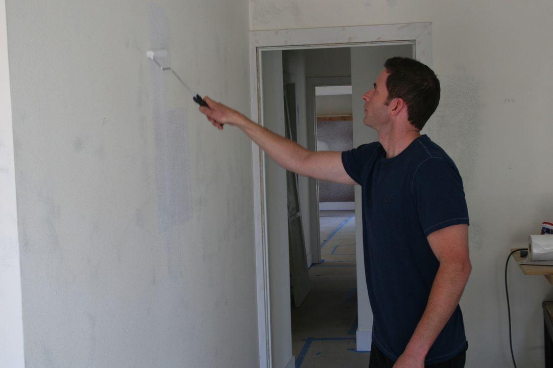 Auch wenn an dem kleinen Haus nicht viel renoviert werden muss, mit einem neuen Anstrich alleine ist es für Tarek (Bild) und Christina noch nicht ge... - Bildquelle: 2015,HGTV/Scripps Networks, LLC. All Rights Reserved