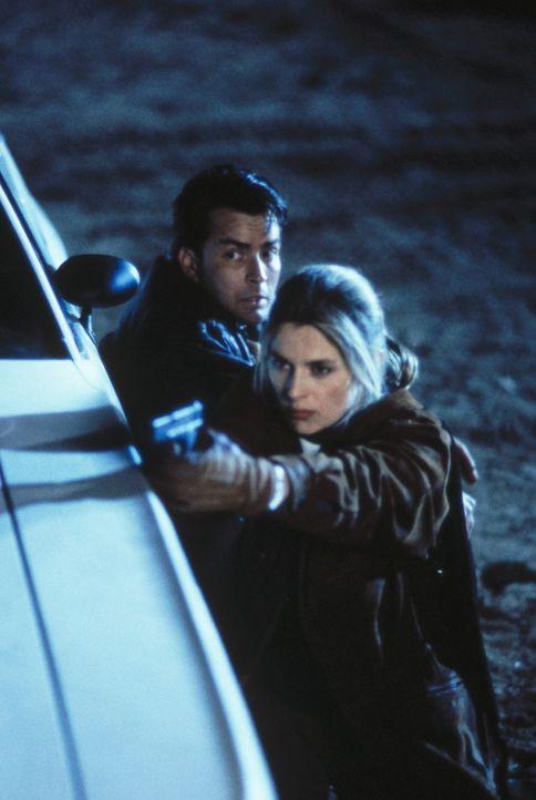 Nicht nur, dass die tot geglaubte Chris (Nastassja Kinski, vorne) überaus lebendig ist, sondern zu allem Überfluss entpuppt sich die schöne Lügn... - Bildquelle: Buena Vista Pictures