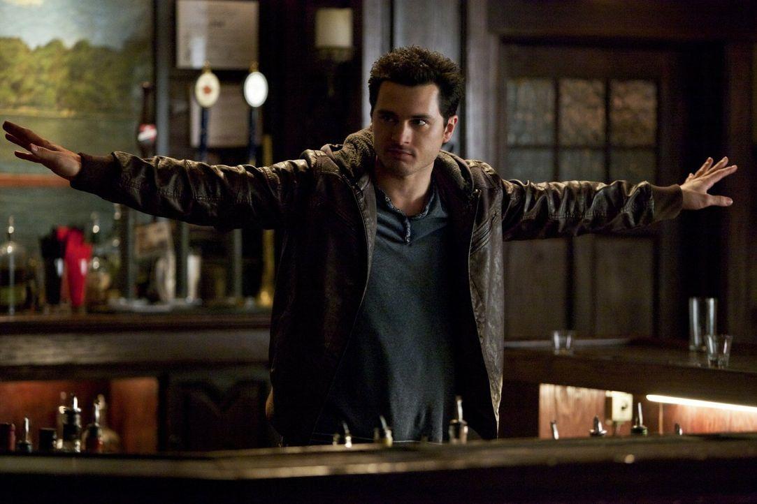 Enzo (Michael Malarkey) trifft eine gefährliche und unüberlegte Entscheidung ... - Bildquelle: Warner Brothers