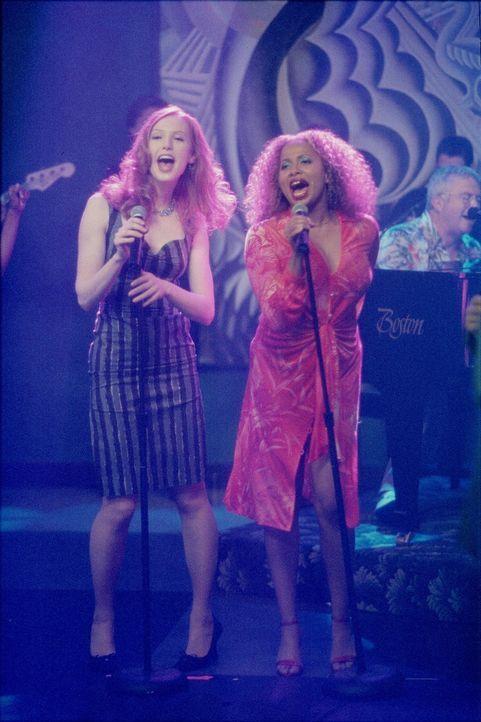 Sorgen für Stimmung: Hope (Alicia Witt, l.) und Renee (Lisa Nicole Carson, r.) ... - Bildquelle: 2000 Twentieth Century Fox Film Corporation. All rights reserved.