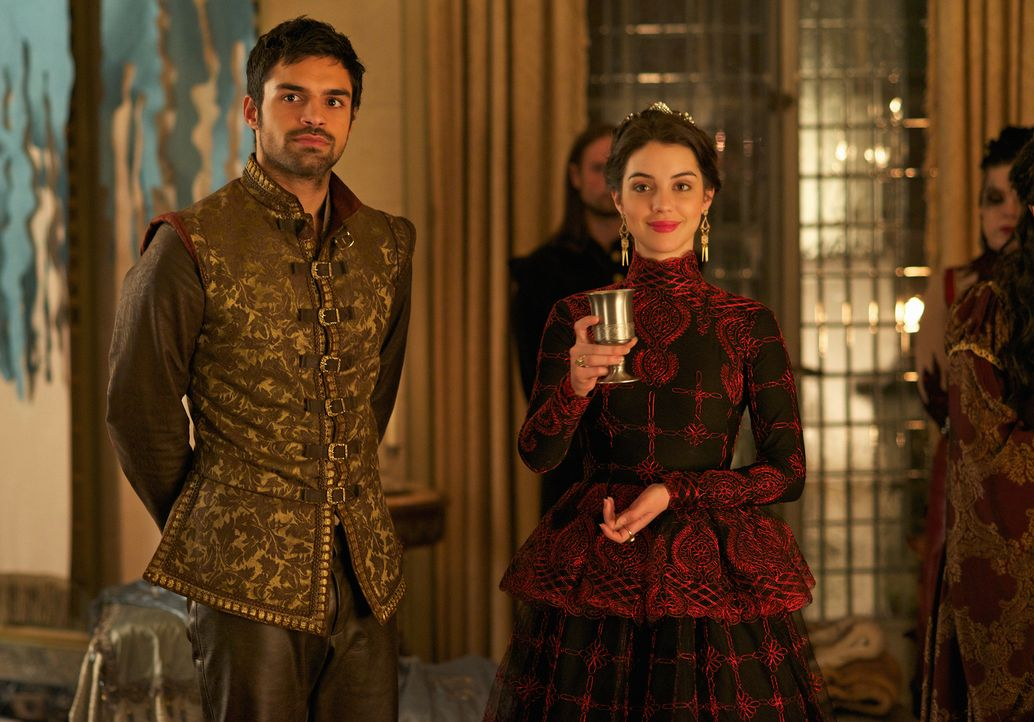 Suchen am Hofe von König Antoine Zuflucht: Mary (Adelaide Kane, vorne r.) und Condé (Sean Teale, l.) ... - Bildquelle: Sven Frenzel 2014 The CW Network, LLC. All rights reserved.