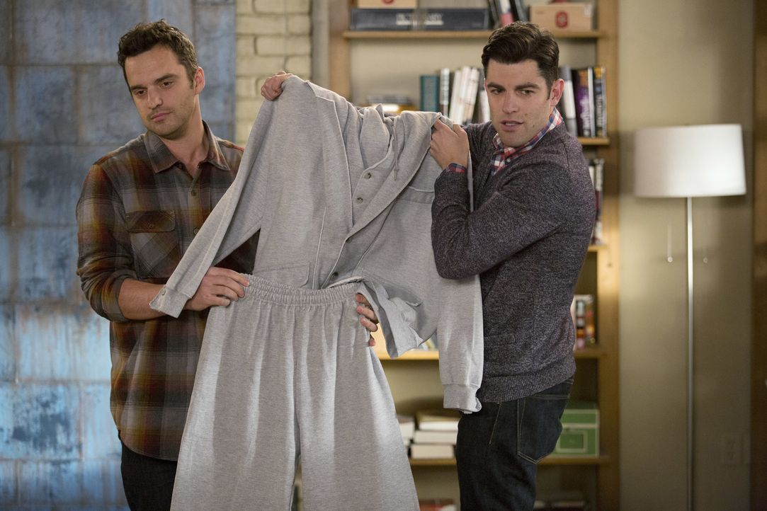 "Nick (Jake Johnson, l.) und Schmidt (Max Greenfield, r.) entwickeln eine Geschäftsidee und nennen ihr neustes Produkt ""Swuit"" ... - Bildquelle: 2015 Twentieth Century Fox Film Corporation. All rights reserved."