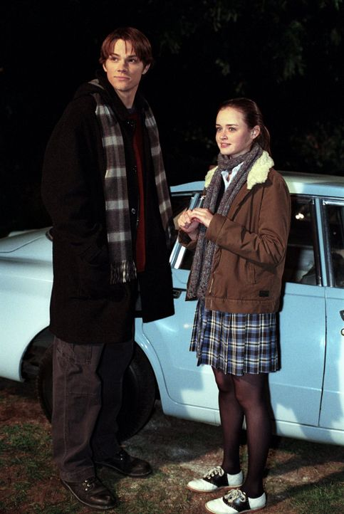 Als Dean (Jared Padalecki, l.) Rory (Alexis Bledel, r.) ein Auto schenken will, welches er selber wieder flott gemacht hat, mischt sich plötzlich Ri... - Bildquelle: 2001 Warner Bros. Entertainment, Inc.