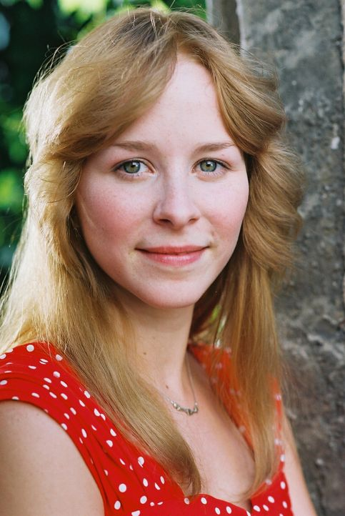Man soll es nicht glauben, aber ausgerechnet Oberst Kalt hat eine liebenswerte und attraktive Tochter (Jasmin Schwiers) ... - Bildquelle: Delphi
