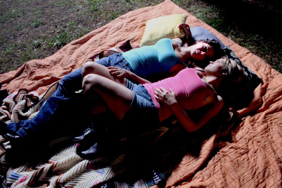 Jennifer Jones (l.) und ihre Freundin Bobbi Jo Smith (r.) treffen im Drogenrausch fatale Entscheidungen ... - Bildquelle: M2 Pictures